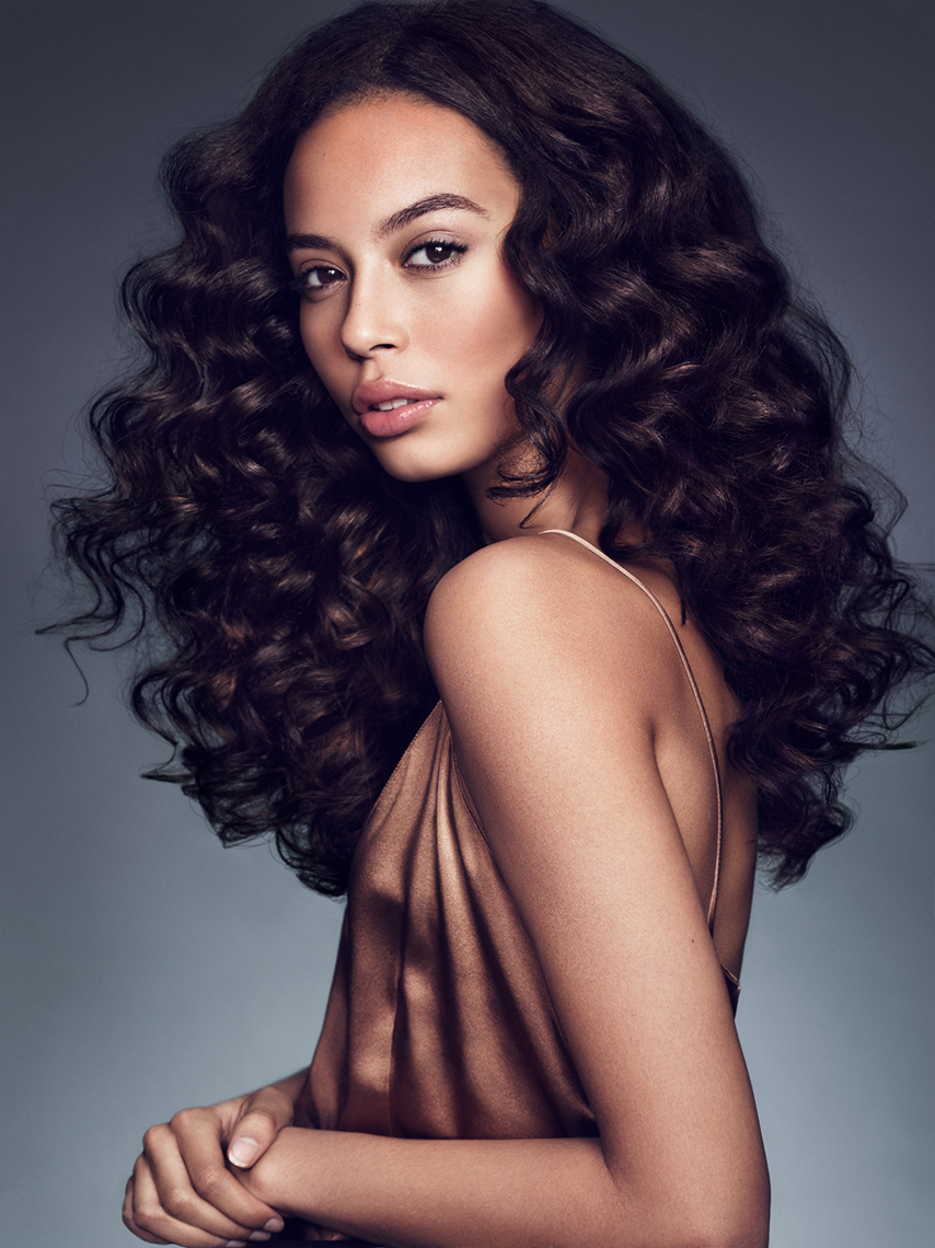 Hair_Aveda_Styling_Curly_Jenny_Hands_08